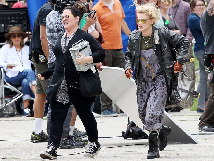 Ghostbusters-Reboot-2015-2016-Melissa-McCarthy-And-Kate-McKinnon-Ghost-Trap